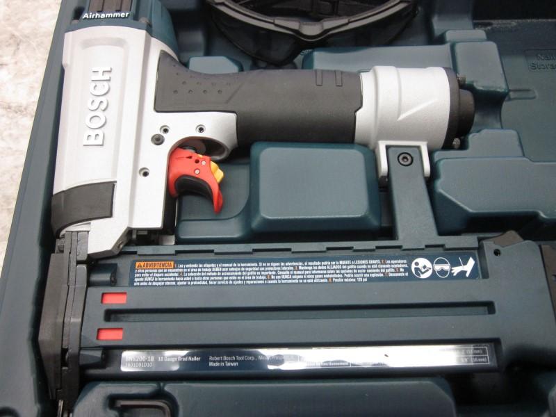 BOSCH BNS200-18G BRAD NAILER IN CASE