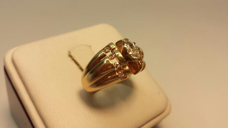 14k Yellow Gold Ring with 9 Diamonds at .52ctw - 5.3dwt - Size 7