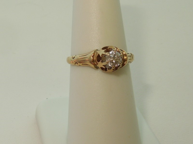 VINTAGE DIAMOND ENGAGEMENT RING - 14K