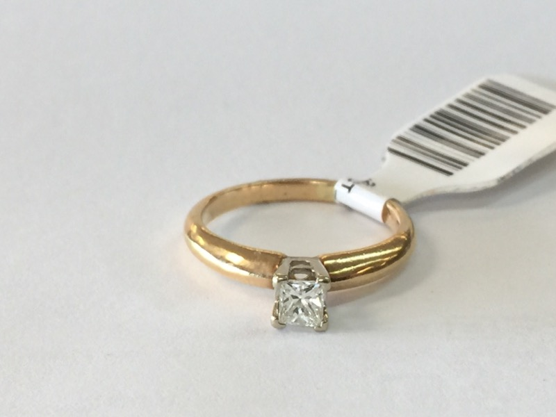 .26CT_PRINCESS_CUT_DIA Lady's Diamond Solitaire Ring SOLITAIRE .20 CT.