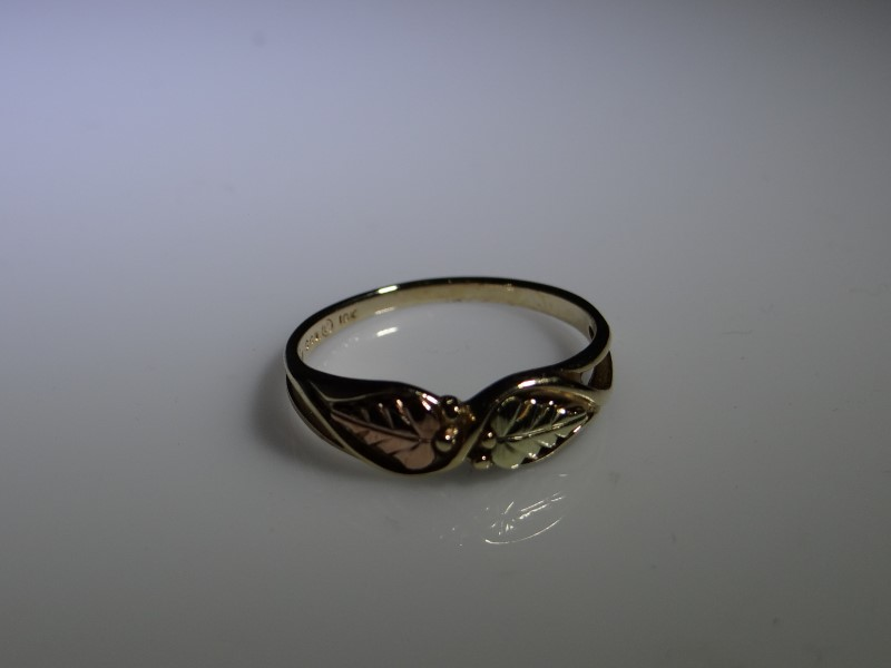 Lady's Gold Ring 10K Yellow Gold 1.56g