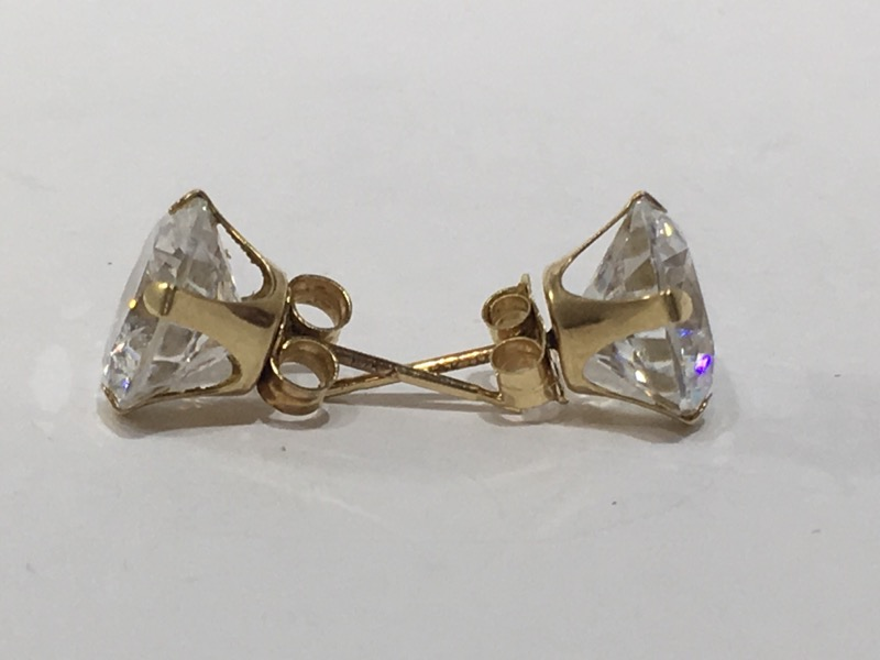 White Stone Gold-Stone Earrings 10K Yellow Gold 1.7g