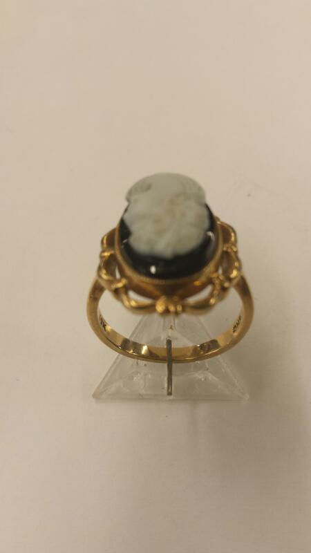 Cameo on Black Onyx Ring 10K Yellow Gold 2.62dwt, Size 5-1/2