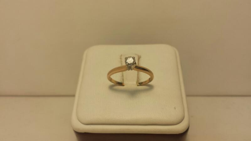 14k Yellow Gold Ring with 1 Diamond at .25ctw  - 1.1dwt - Size 6.5