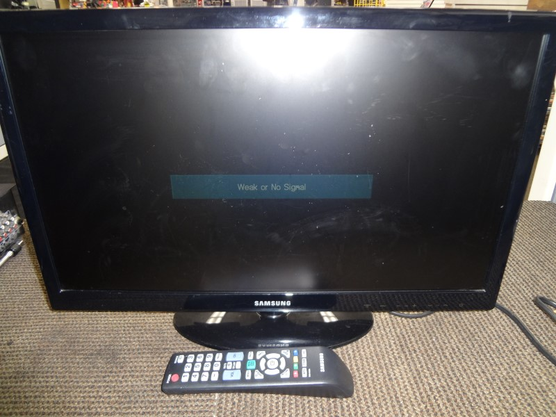 "SAMSUNG FLAT PANEL 22"" TV UN22D5003B"