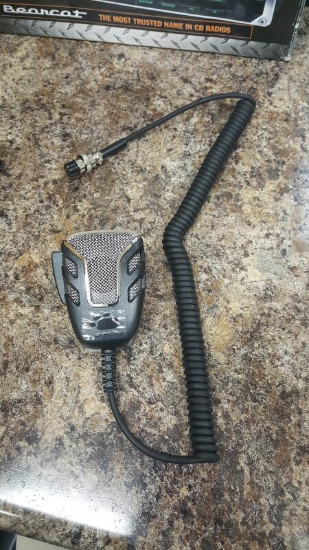 Uniden Bearcat 880 40-Ch. CB Radio w/ multi color Backlit Control