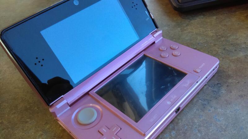 NINTENDO 3DS HANDHELD (PINK)