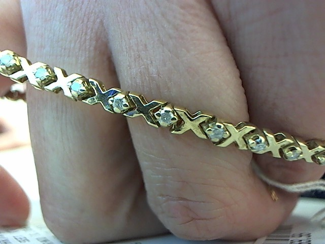 Gold-Diamond Bracelet 32 Diamonds .96 Carat T.W. 14K Yellow Gold 10.4g