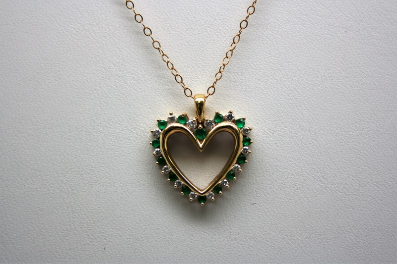 EMERALD & DIAMOND HEART PENDANT 14K YELLOW GOLD