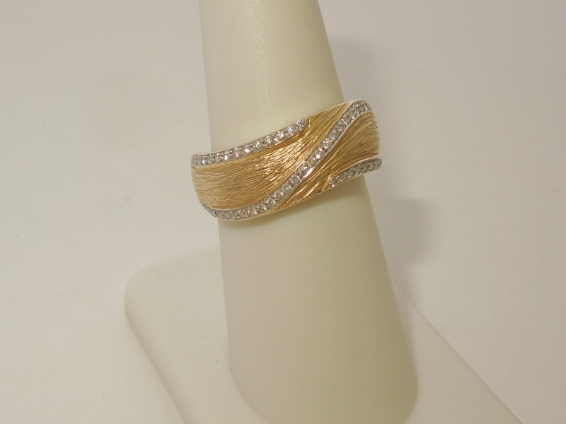 Lady's Diamond Fashion Ring 50 Diamonds .250 Carat T.W. 14K Yellow Gold 5.4g
