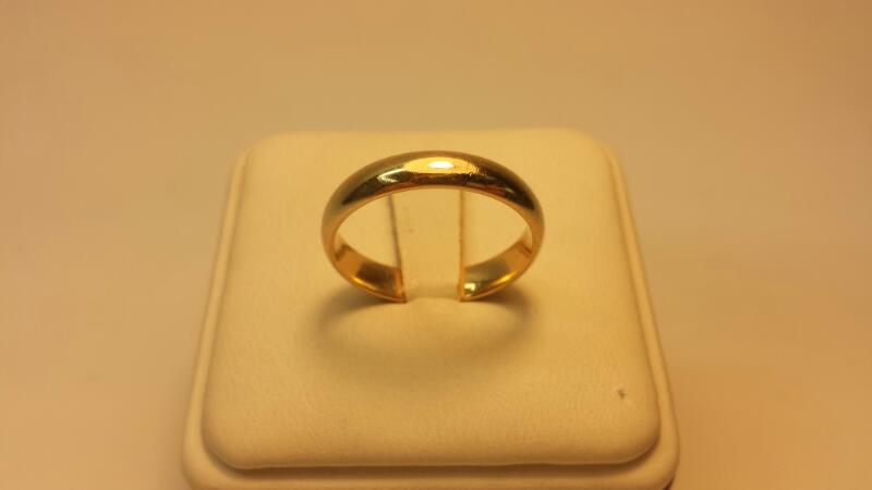 10k Comfort Band Gold Ring 2.4DWT Size 8.5