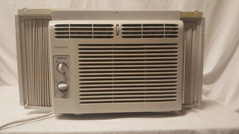 FRIGIDAIRE Air Conditioner LRA050XT7