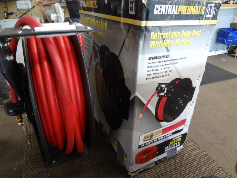 CENTRAL PNEUMATIC RETRACTABLE 50FT AIR HOSE REEL