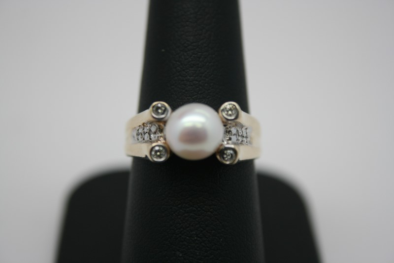 LADY'S FASHION PEARL W/ DIAMOND 14K YELLOW GOLD