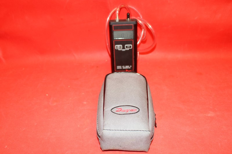 Dwyer Series 475 Mark III Digital Manometer