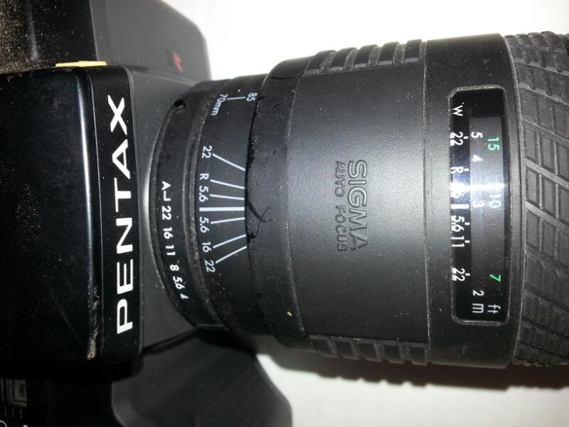 PENTAX CAMERA WITH SIGMA UC ZOOM 70-210MM 1:4-5.6 NO CHARGER]
