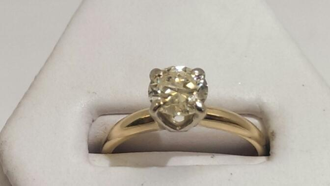Lady's Diamond Solitaire Ring .85 CT. 14K Yellow Gold 2.3g Size:6.8