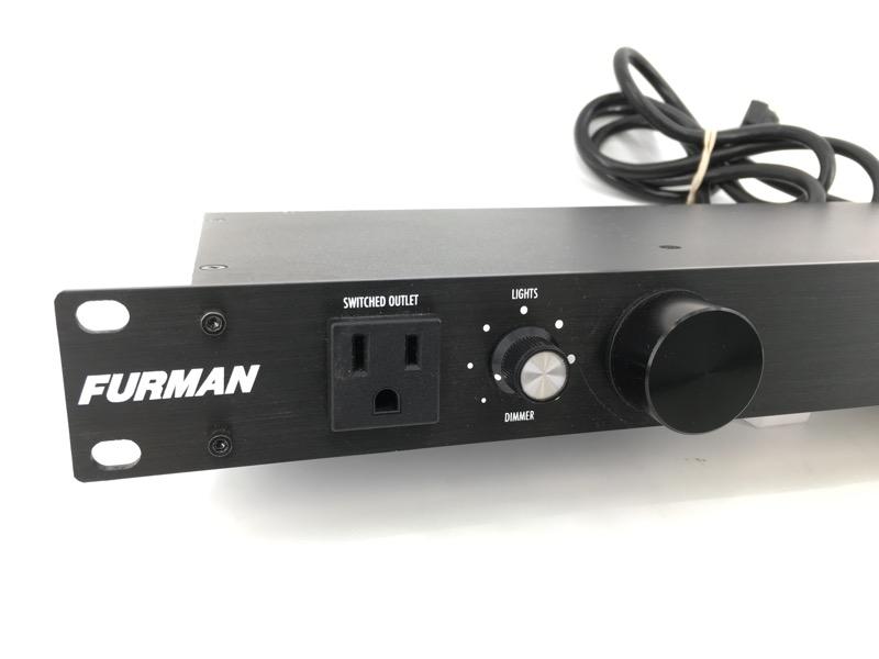 FURMAN M-8LX POWER CONDITIONER.