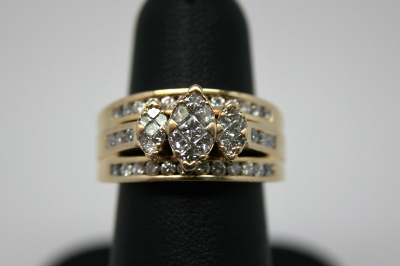 LADY'S FASHION DIAMOND RING 18K YELLOW GOLD