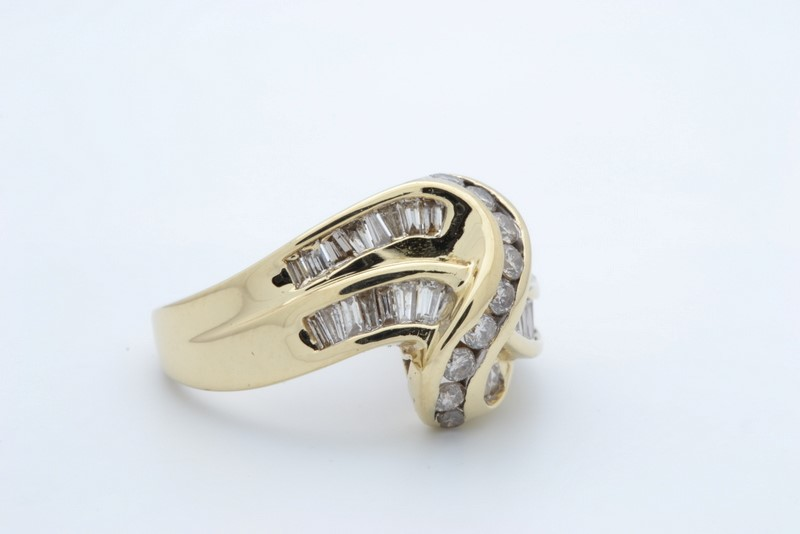 ESTATE DIAMOND CLUSTER RING BAND SOLID 14K GOLD LOVE KNOT SIZE 8.5