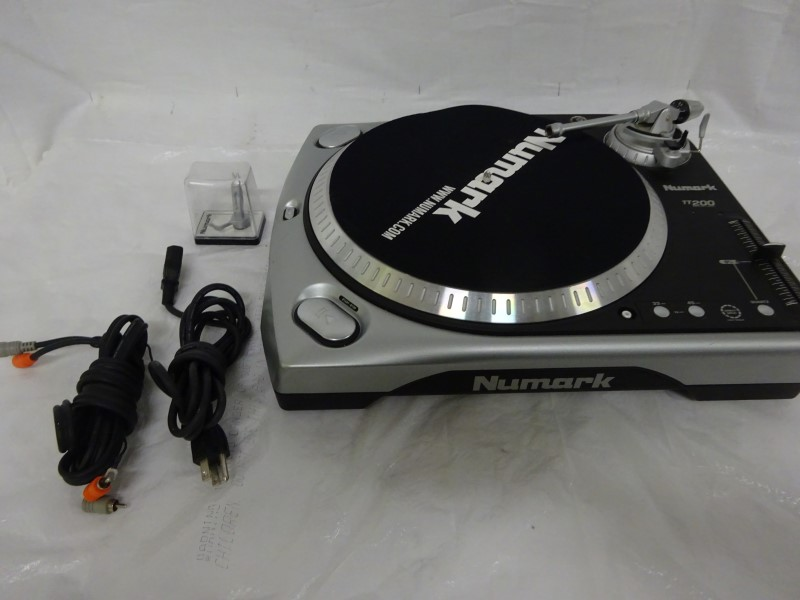 NUMARK ELECTRONICS Turntable TT-200
