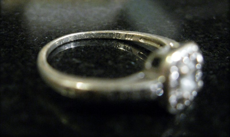 White Stone Lady's Silver & Stone Ring 925 Silver 2dwt Size:7