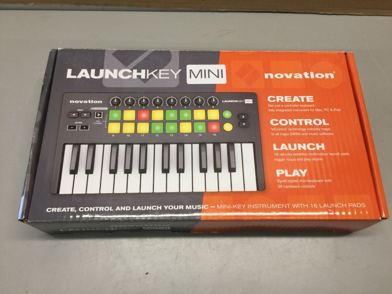 NOVATION LAUNCHKEY MINI 25-key Keyboard Controller w/ Launchpad