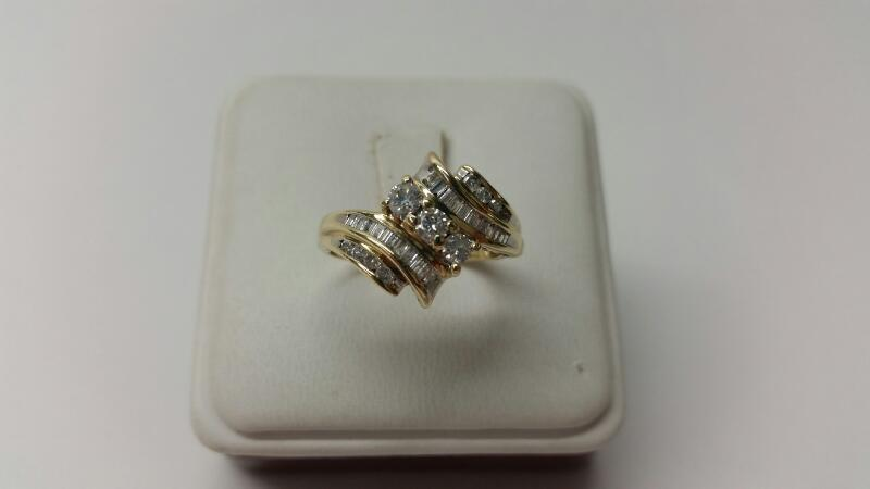 14k Diamond Fashion Ring - 35 Dia 1CTW - Size 8