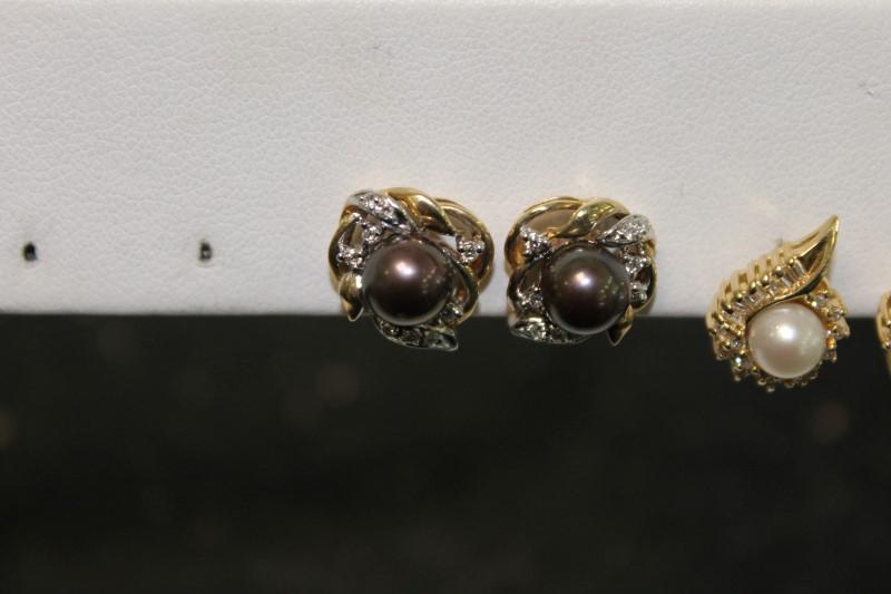 Round Tihitian Pearl Round Diamond Yellow Gold Stud Earrings YG