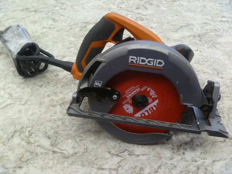 RIDGID R32021 15 AMP 7-1/4 IN. CIRCULAR SAW