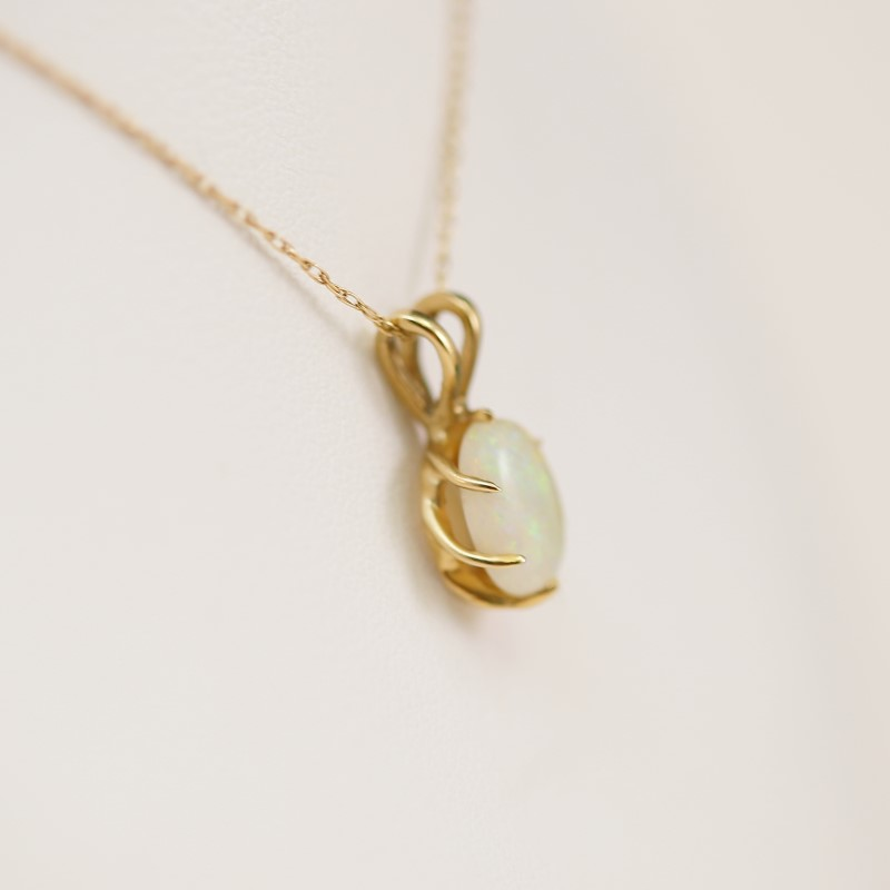 "18"" 10K Yellow Gold Oval Cut Opal Necklace and Pendant"