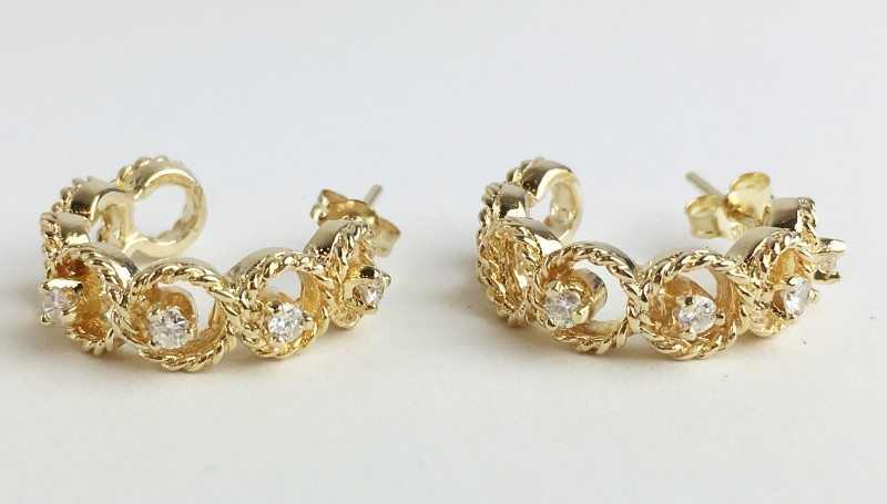 14KT YELLOW GOLD DIAMOND HALF HOOP EARRINGS APX .32CTW