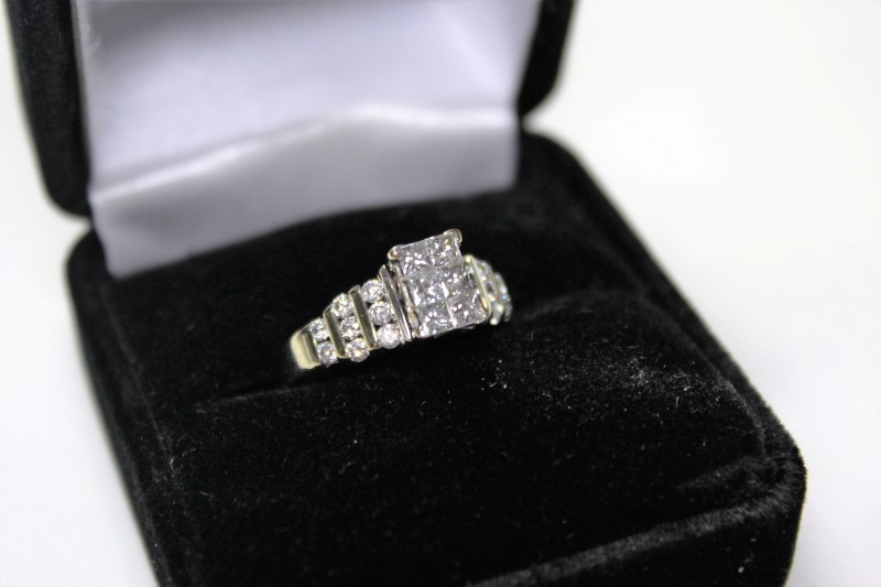 Lady's Diamond Cluster Ring 22 Diamonds 1.38 Carat T.W. 14K White Gold 4.9g