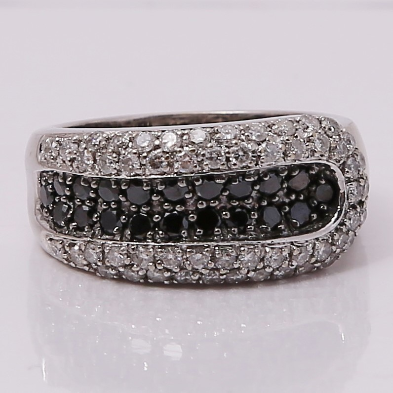 18K White Gold Round Brilliant Diamond Fashion Ring Size 6.75