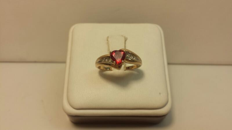 10k Yellow Gold Ring with 1 Red Heart Stone and 6 Diamond Chips -1.5dwt- Size 7