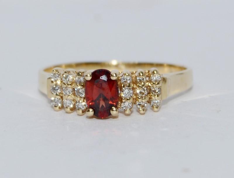 14K Yellow Gold Oval Garnet & Diamond Cluster Ring Size 7