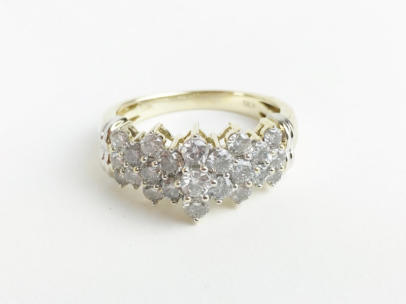 LADIES 10K YG DIAMOND CLUSTER RING APX 1.04CTW SIZE 7