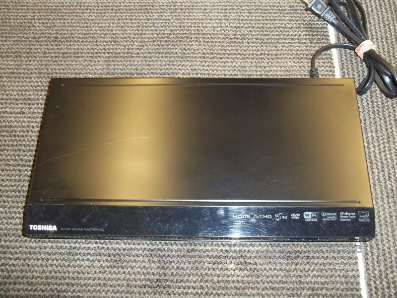 TOSHIBA BLU-RAY DISC/DVD PLAYER BDX 3300