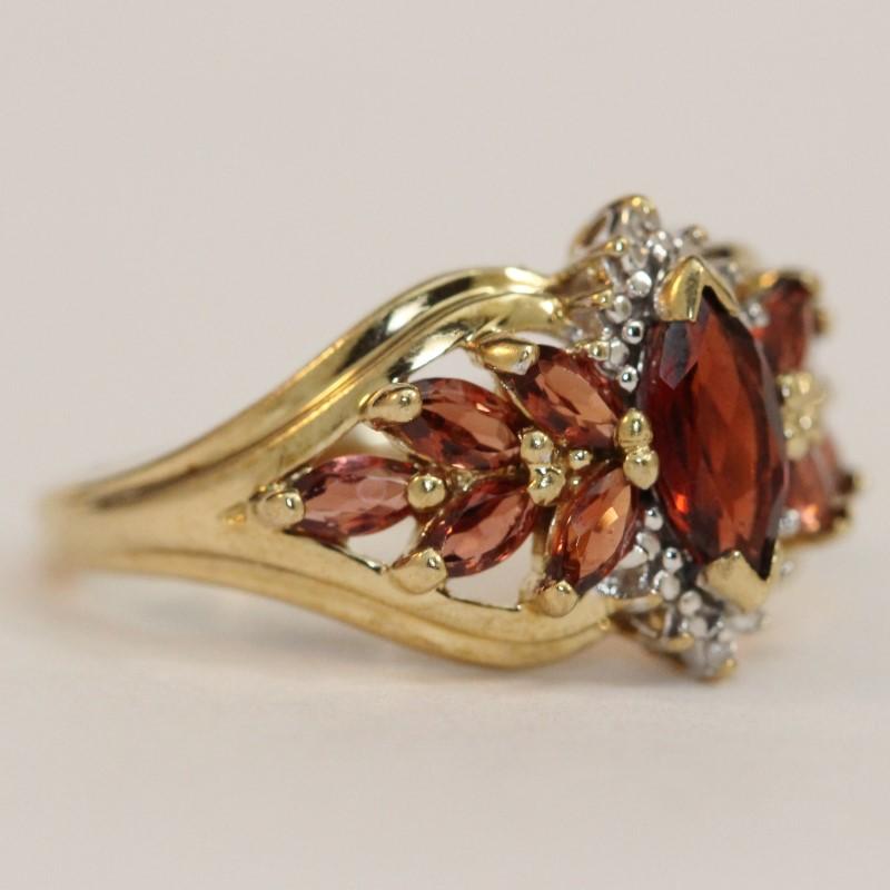 10K Yellow Gold Garnet Ring Size 7