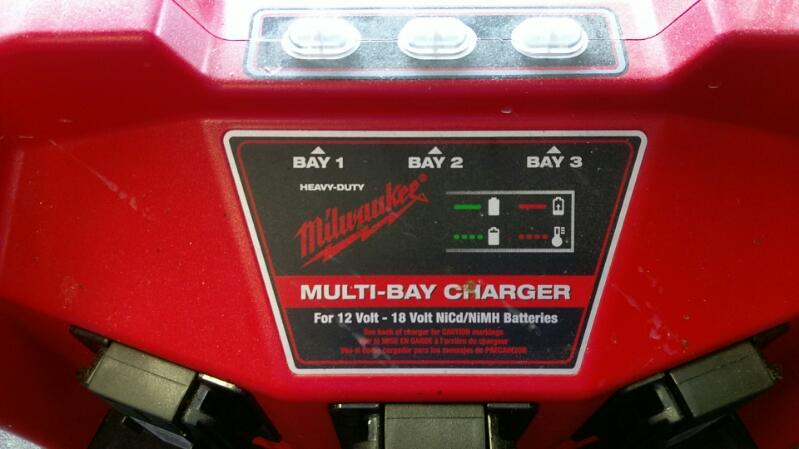 MILWAUKEE PORTA-POWER MODEL 48-59-0260 MULTI BAY CHARGER