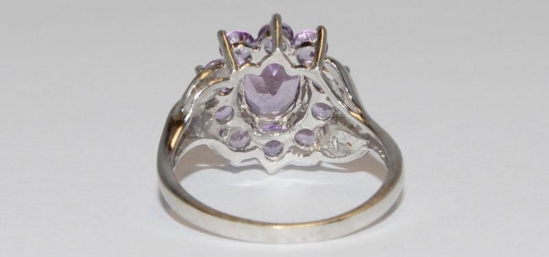 10K Women's White Gold Split Shank & Floral Set Amethyst Ring Size 7