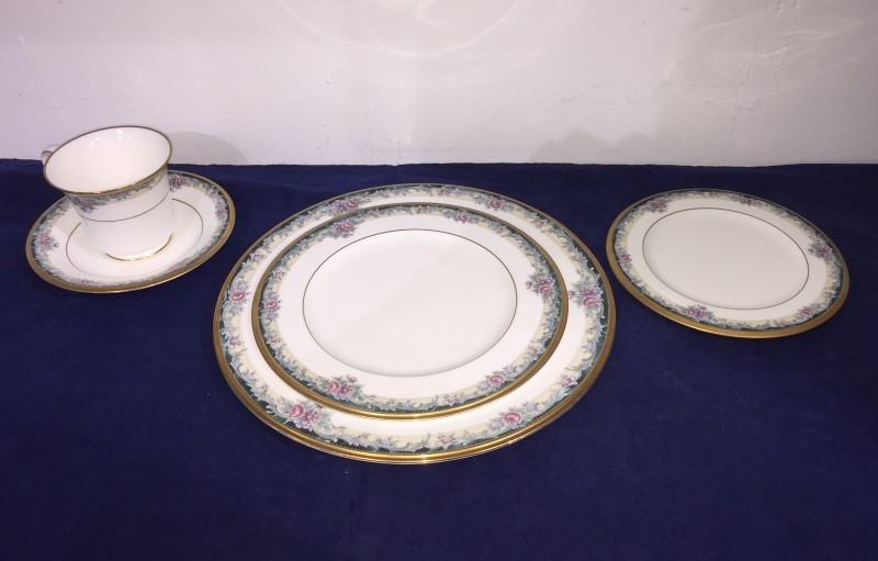 "Noritake Bone China ""Mi Amor"" #4717 Five (5) Piece Plate Setting (Made in Japan)"