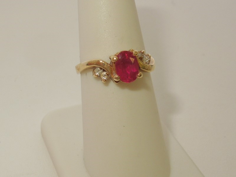 Synthetic Ruby Lady's Stone Ring 14K Yellow Gold 3.2g