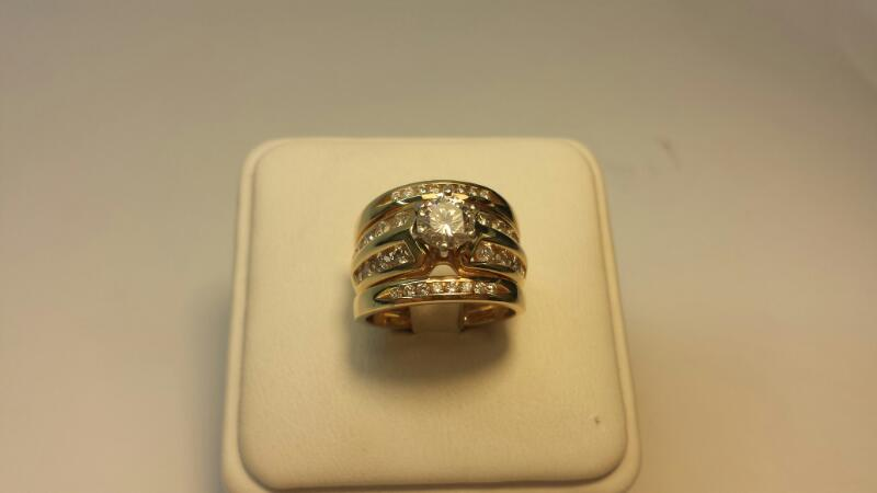 14k yellow Gold Ring with 33 Diamonds at 1.50ctw - 6.5dwt - Size 4
