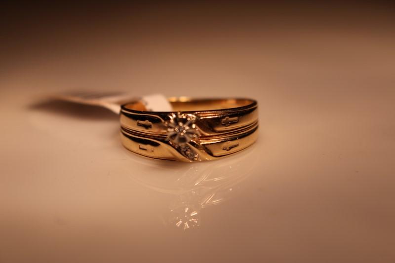 Lady's Diamond Wedding Set 3 Diamonds .03 Carat T.W. 10K Yellow Gold 3.27g