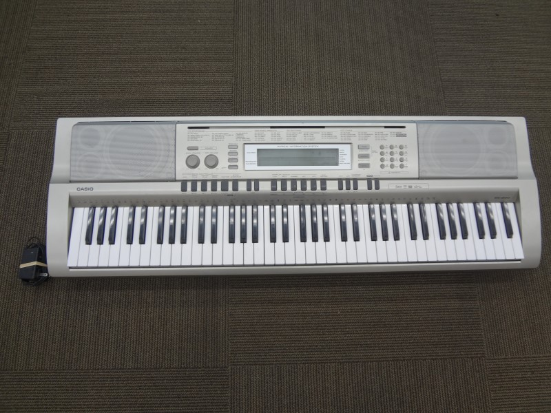 CASIO MIDI KEYBOARD WK-200 - GOOD CONDITION, WITH A/C ADAPTER AND BATTERIES
