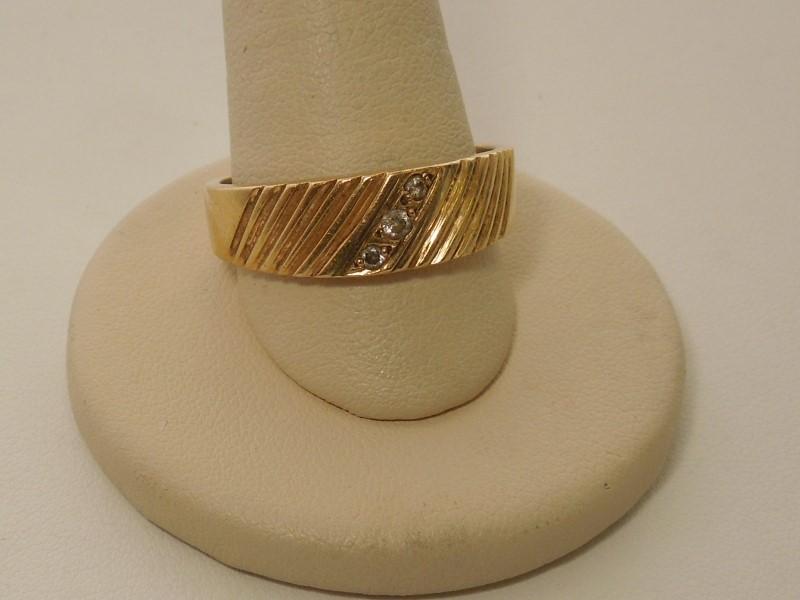 Lady's Diamond Wedding Band 3 Diamonds .07 Carat T.W. 14K Yellow Gold 6.4g