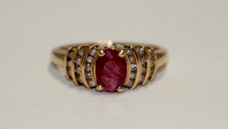 1 Ruby & Diamond Ladies Ring 24 Diamonds .24CTW 10K Yellow Gold