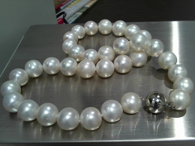 """18"""" Pearl Stone Necklace 14K White Gold 90.5g"""