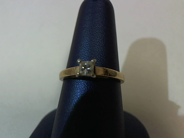 Lady's Diamond Solitaire Ring .12 CT. 14K Yellow Gold 2.6g Size:7